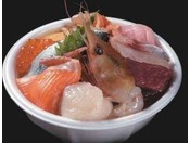 チケットと好きなネタを交換して、自分だけのオリジナル海鮮丼が作れる青森名物「のっけ丼」