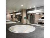 ホテル敷地内の提携駐車場(サイズ・重量により駐車できない場合がございます)