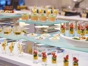 彩り鮮やかなお料理が100種類以上も!