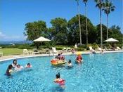 夏季限定ガーデンプール!お子様と一緒に心行くまでお楽しみください!年中無休の室内プールも!