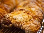 「サイラー」には、館内で焼き上げたパンが並ぶ