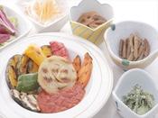 カフェテリア形式のご夕食 メインの野菜料理一例