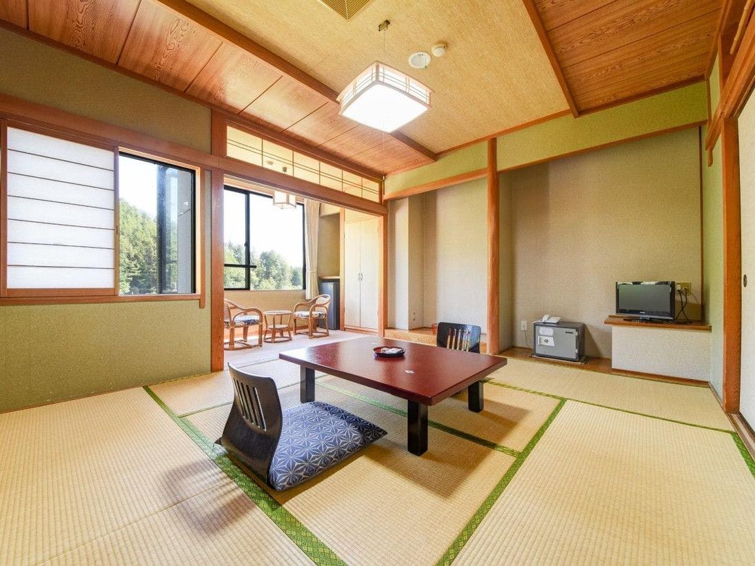 *本館 和室一例 広縁が突き出たデザインなので日差し良好!夜は満点の星空をお楽しみいただけます。