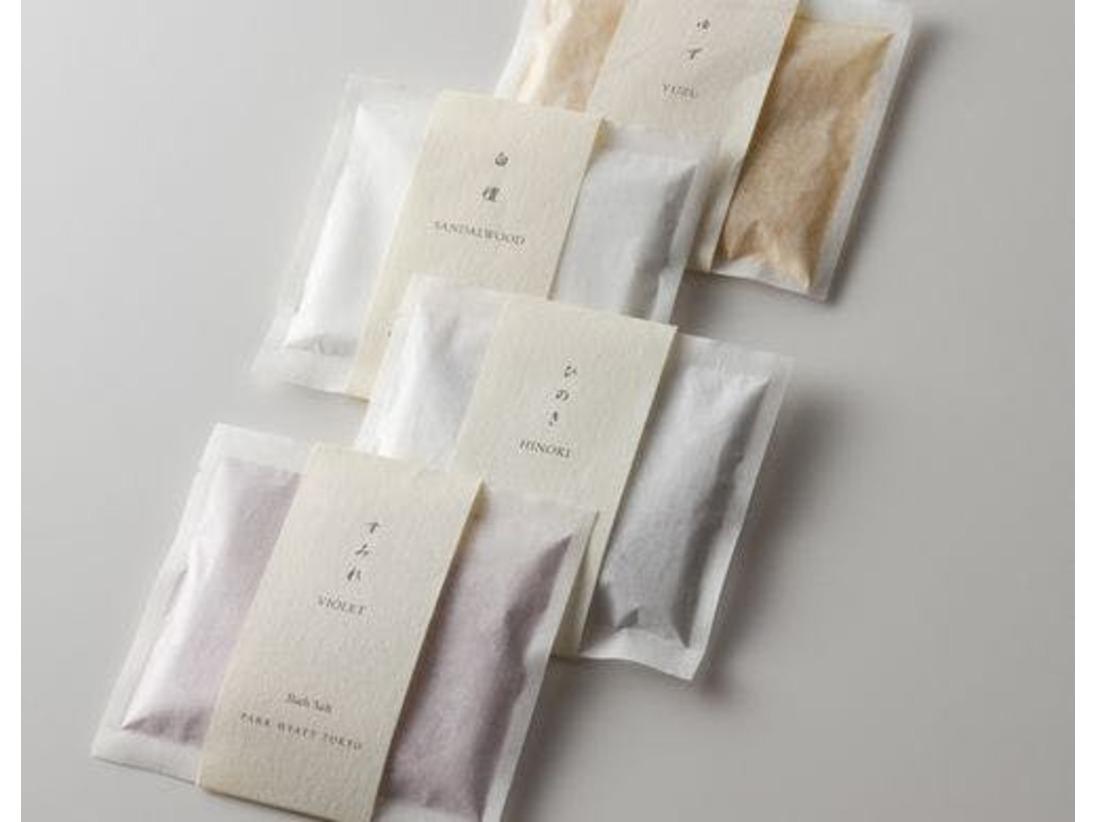 バスルームには、アメニティのひとつとしてオリジナルバスソルトをご用意。ナチュラルな香りとともに、心身のリラクゼーションを
