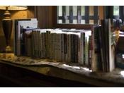 宿泊の方専用の【和み】お好きな時間お過ごし頂けます・・・(セルフにてコーヒーや本が置いてあります。)