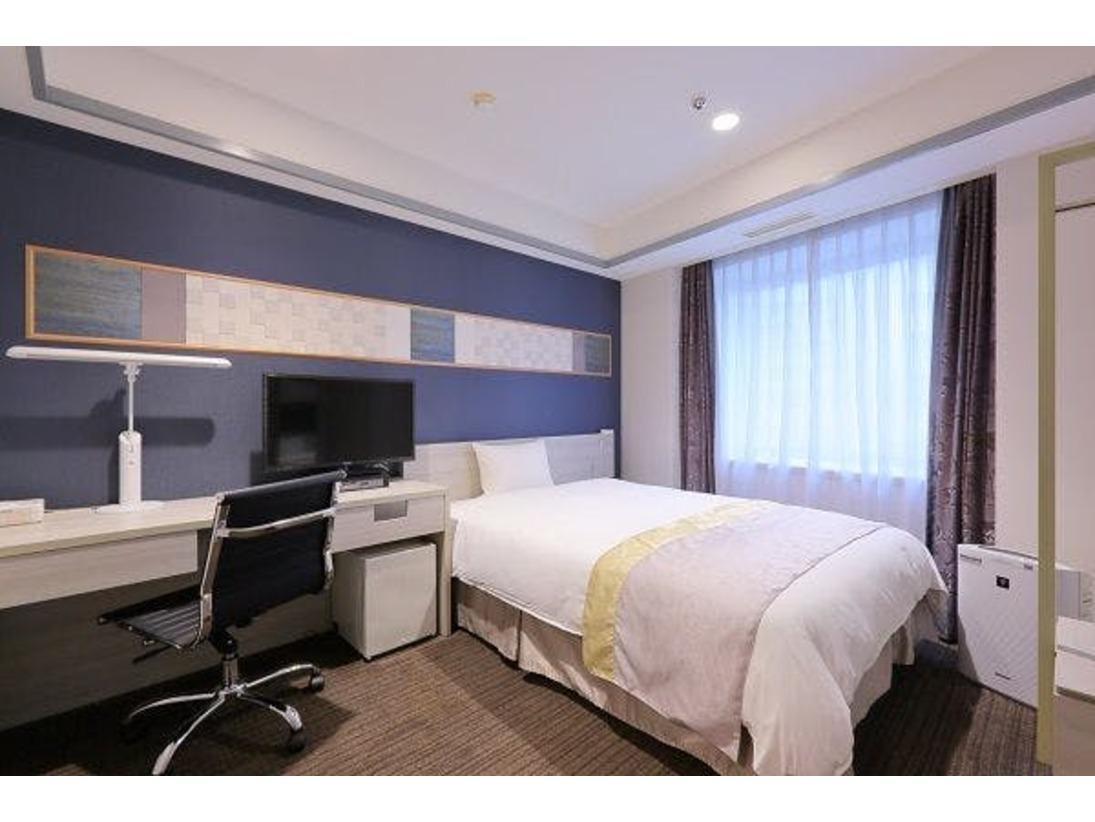 デラックスシングル約16平米の広さベッドはゆったり横140センチ×縦195センチエキストラベッドは入りません。