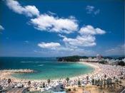 車で5分!海水浴場「白良浜」真っ白でサラサラの砂が魅力のビーチ!