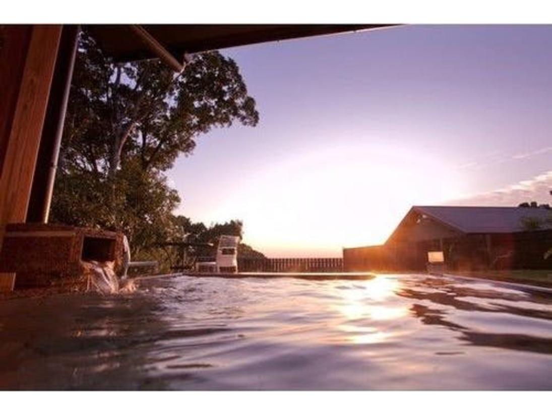 薩摩ヴィラの露天風呂からの朝日は格別です。