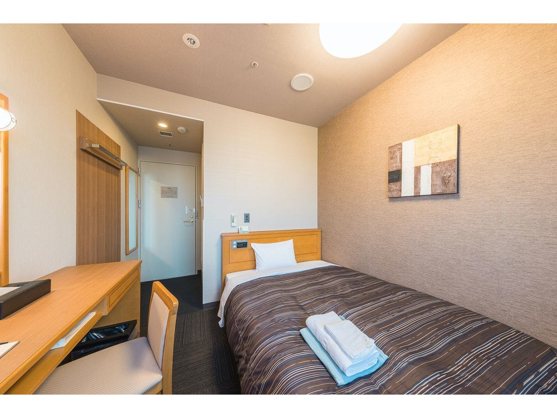 お部屋にバス・トイレ付き全室無料インターネット回線完備(WI-Fi)/加湿機能付き空気清浄機