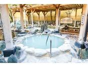 天然温泉「華のゆ」露天風呂貸切風呂や砂塩風呂、リラクゼーションルームもございます。また、館内には「海鮮ダイニングはなの夢 まぐろや」も併設しております。