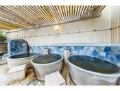 「華のゆ」壷風呂天然温泉とさまざまな種類のお風呂やサウナ、ボディリフレ、あかすり、エステ等入浴だけのご利用でも、1日中過ごしても満足いただける施設をご用意いたしました。
