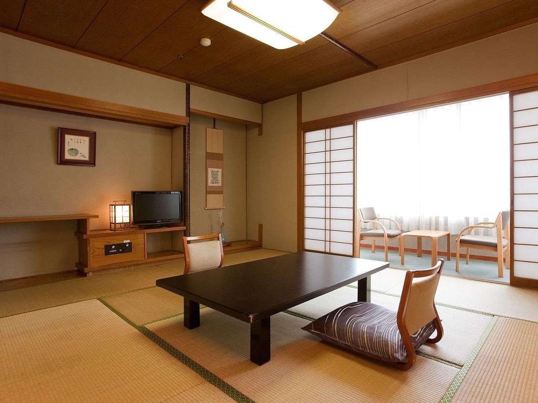 【標準和室】和多屋別荘の標準タイプ。8畳~10畳の和室。喫煙室です。※写真は一例です。