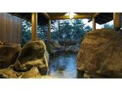 【貸切風呂 岩室】巨大な岩に囲まれた温泉露天風呂・Private open air-bath ( image )