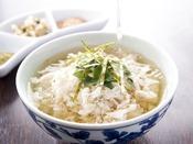 長崎県近海で獲れる真鯛を食べやすくフレーク状に加工した「鯛茶漬け」です。