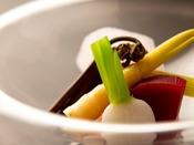 【湯相七席/七席の膳 2020春のお料理一例】素材本来の味を生かして調理。