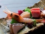 【翠山御膳/お料理一例】海の幸も心ゆくまでお召し上がりくださいませ。