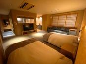 ユニバーサルデザイン客室。車椅子でもぐるりと回転できるよう、スペースを広めに確保しています。