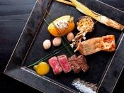 【翠山御膳/お料理一例】その時季最もおいしい食材を厳選するため、コースの種類はたった一つのみ。
