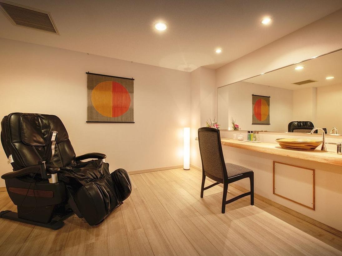 ■【渓谷側】展望檜風呂付客室■客室一例。広々とした湯上りスペースが付いたお部屋もございます。