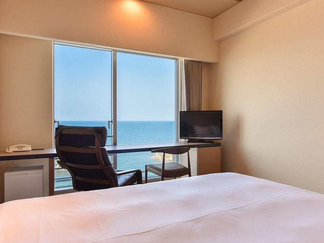 *【西館5~7階】リゾートシングル:リラックスチェアに座りながら望む美保湾をお楽しみください