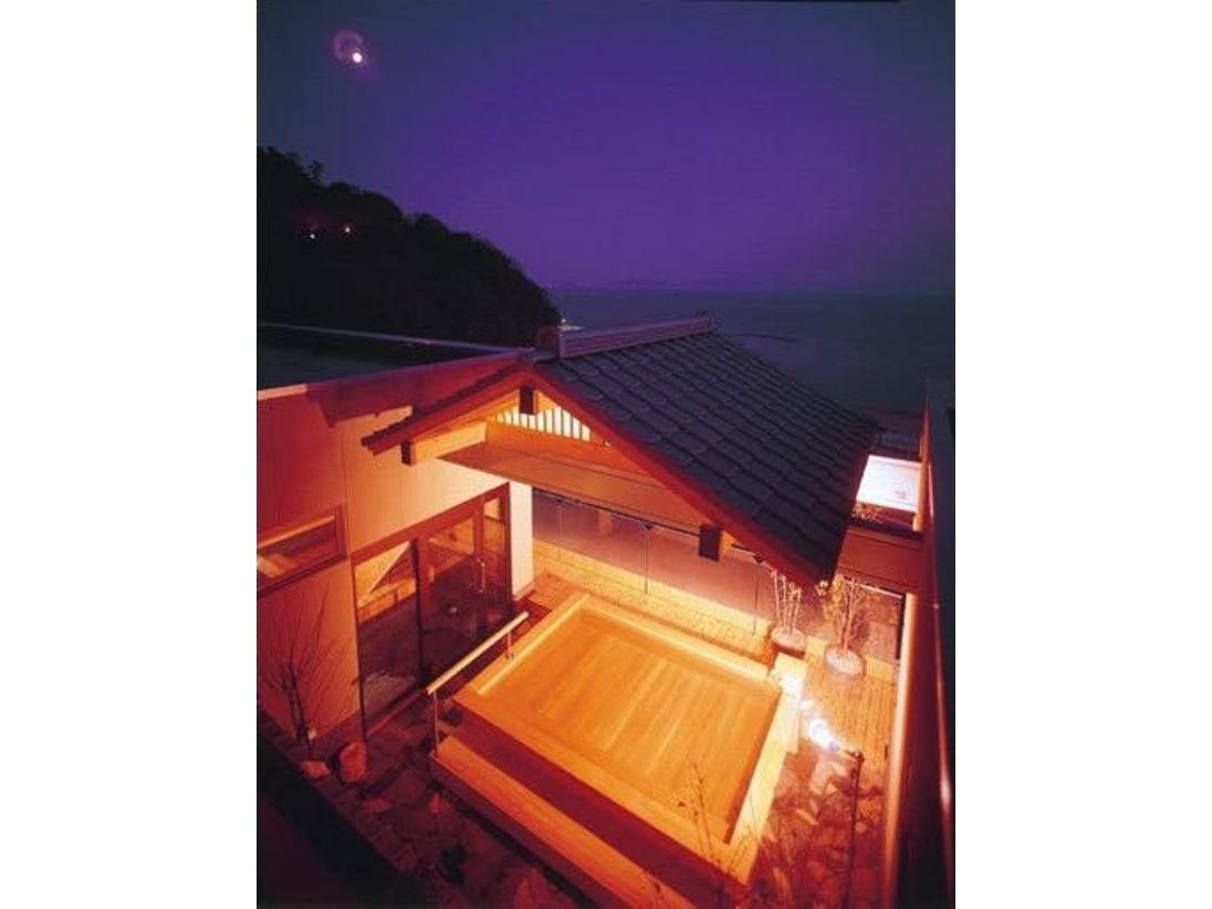温泉「美白泉」の最上階展望露天風呂