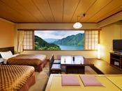 """■湖側の和洋室■ベッドで寝ころびながらでも和室でゆっくり一息をついていても""""湖の絶景が楽しめる"""""""