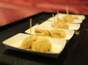 1階味噌蔵で午後8時からお餅つき、そのお餅を召し上がりながら民話をお愉しみください。