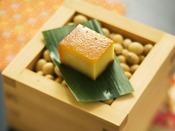 【スモークド豆富 イメージ】豆富珍品の中の一品。このために当館を訪れる人がいるほど人気です