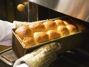 """【パン工房】 人気の""""自家製豆乳パン"""" 焼きたてを朝食バイキンでご用意♪"""