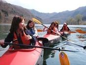 女子会のアクティビティとしても人気♪湖の半日探検カヌー(レイクウォーク)