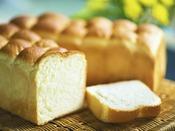 """【朝食一例 豆乳パン】焼きたて""""ふわっふわ"""" 優しい甘みが人気の豆乳パンは朝食はもちろん、お土産販売"""