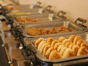【朝食】香ばしい味噌焼きお握りをお召上がり下さい。