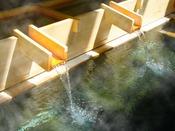 【源泉木樋が新しくなりました!】「硫酸塩泉」は薬の湯、豊富な湯量の100%源泉かけ流し♪
