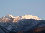 猿ヶ京ホテル上層階北側から見える冬の谷川連峰の俎ぐらの眺め。