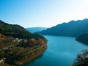 赤谷湖を一望する一番いい高台に建つ当館からの景色