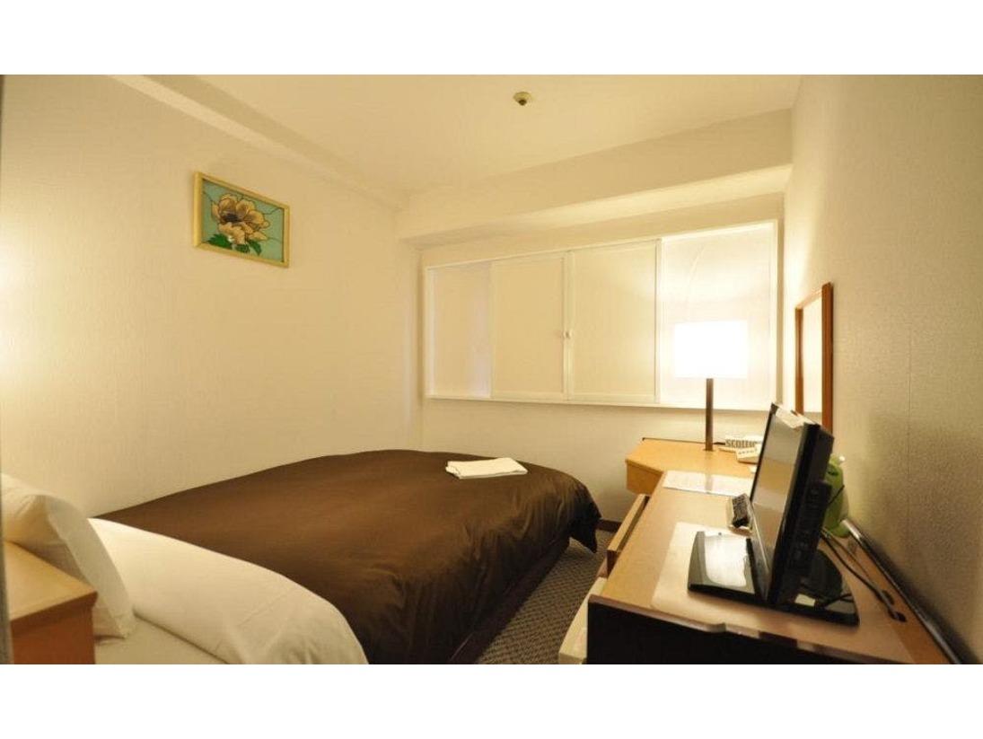 シングルーム 12平米ベッドは幅123cm、高気密スプリングベッド