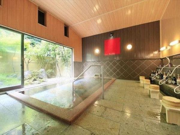 レトロな内装の大浴場蔵座敷の湯
