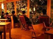【森乃湯】「森乃湯」の茶屋(お休み処)。窓から四季折々の景観を眺め、リラックスしてください。