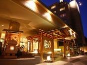 【外観】定山渓の高台に位置する安らぎの宿。札幌より便利な無料送迎バスも運行しています。
