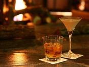 【茶房&ギャラリー「古窓」】夜は暖炉を囲んでオリジナルカクテルを。