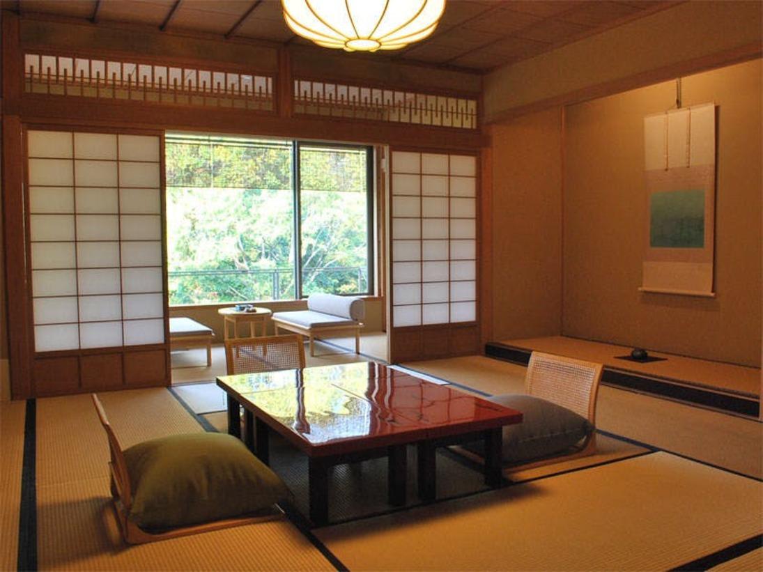【スタンダード客室】次の間が付いた本館客室。寛ぎの和室でごゆっくりとお過ごしください。