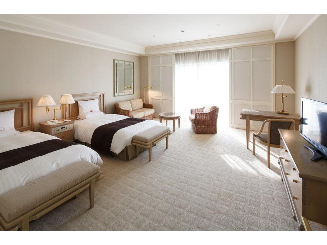 デラックスルームは、45平米の広いお部屋に全室シャワーブースを完備し、最大4名様までご利用頂けるお部屋です。