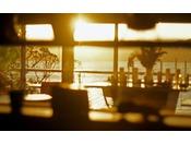 朝日に包まれるレストラン「アマナリ」