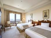 【ロイヤルスイート】客室最上階11階に位置し、ハウステンボスの景色を一望するスイートルーム。
