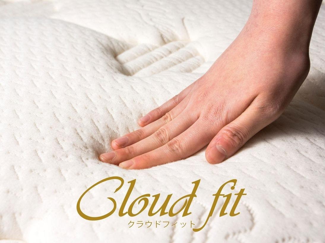 """Cloud fit (アパホテルオリジナルベッド。快眠を追求した""""雲の上のような寝心地""""を体感して下さい。)"""