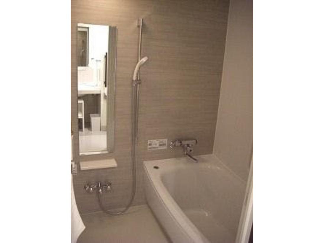 トイレとお風呂が別れているタイプでのお部屋です。洗い場が独立しております、ごゆっくりお過ごしいただけます