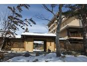 【冬】季の庭正面玄関
