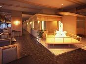 タワー館4階割烹レストラン「紅梅亭」では、こだわりの素材を活かした和会席料理が楽しめる。