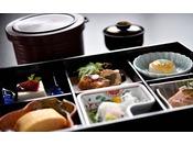 朝食を弁当箱に入れてお部屋にお届けしてゆっくり召し上がる事も可能(1日数組様限定)事前申し込み要
