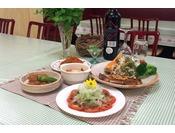 献立は和洋折衷の気取らない家庭料理をベースに、ひと手間加えた自慢の料理。